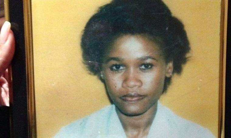 Mαντέψτε ποιας διάσημης μητέρα είναι αυτή στη φωτογραφία