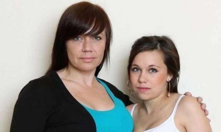 14 ετών κορίτσι έμεινε έγκυος και η μητέρα της χαίρεται!