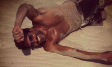Ο Ιωσήφ Μαρινάκης κυλιέται στην άμμο!