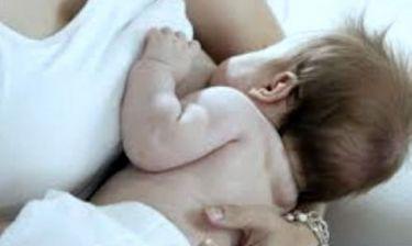 Έβαλε αγγελία ότι ενοικιάζει σε μωρά γκέι ζευγαριών το στήθος της για θηλασμό!