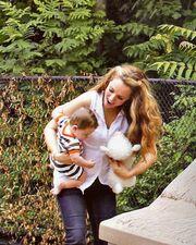 Η Καλομοίρα με τους οκτώ μηνών γιους της στην παιδική χαρά!