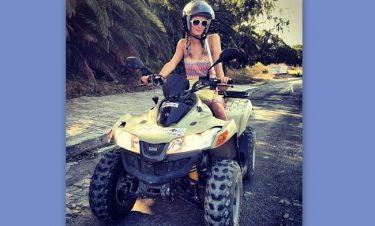 H Paris Hilton «οργώνει» την Ίμπιζα και «τρελαίνει» το Instagram!