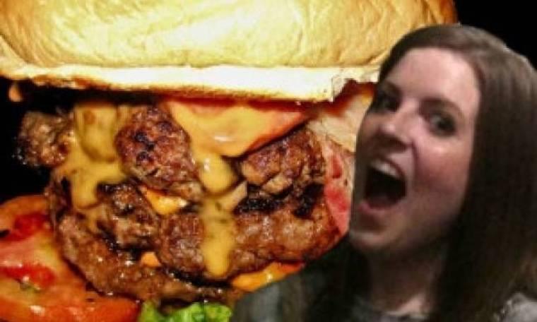 Πήγε να να φάει ένα τριπλό burger και... δείτε τι έπαθε!