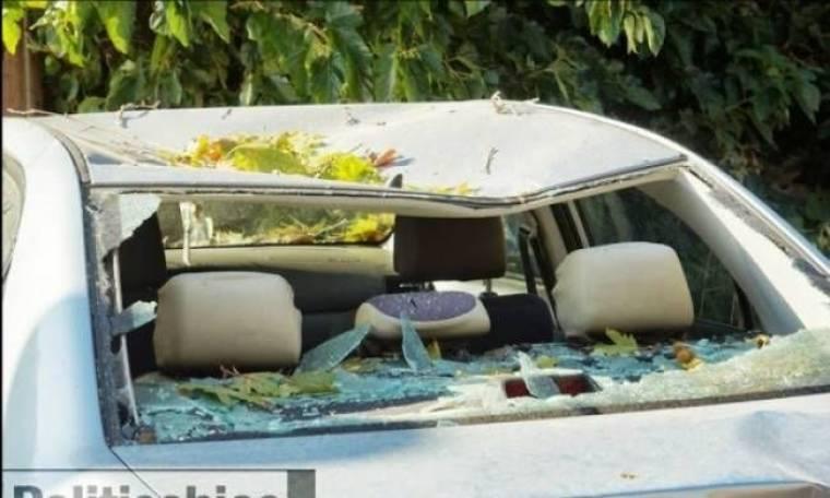 Απίστευτο: Αιωνόβιος πλάτανος «κατάπιε» αυτοκίνητο (pics-vid)