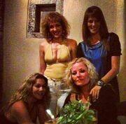 Ελισάβετ Μουτάφη-Υρώ Λούπη: Νυχτοπερπατούν στη Σαντορίνη!