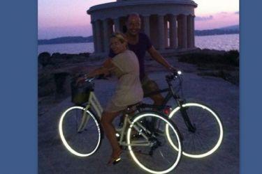 Μαρία Μπεκατώρου: Βραδινή ποδηλατάδα με τον σύζυγό της στην Κεφαλονιά