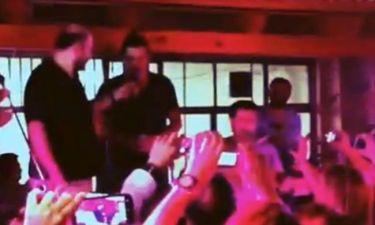 Δείτε τον Σάκη Ρουβά να τραγουδάει μαντινάδες στην Κρήτη μαζί με τον Νίκο Ζωιδάκη