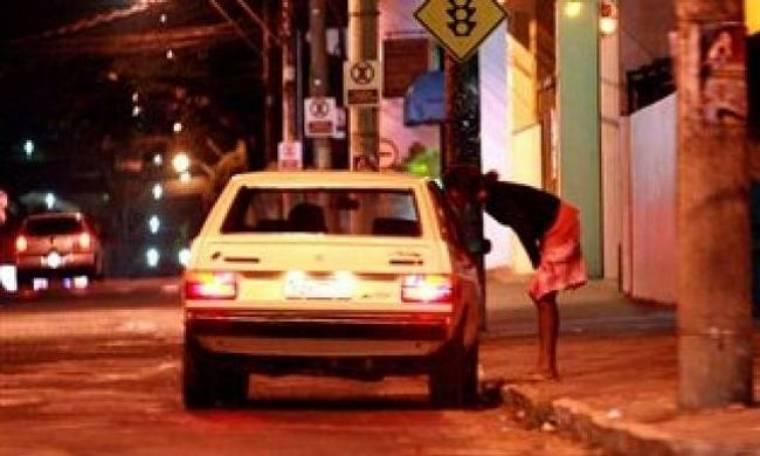 Σάλος στην Πάτρα: Ιερόδουλες συνευρίσκονται με πελάτες μέσα σε...