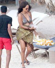 Χαλαρώνει στην Καραϊβική η Tyra Banks