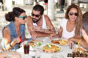 Με τα ίδια του τα χέρια ετοίμασε ο Σκορδάλης το γεύμα της Λοτσάρη, της Κουλιανού και της παρέας τους