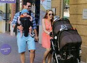 Καλομοίρα-Γιώργος Μπούσαλης: Βόλτες με τα δίδυμα στην Ουάσινγκτον