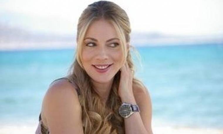 Σμαράγδα Καρύδη: «Χαλαρώνω και ηρεμώ στο νησί μου»