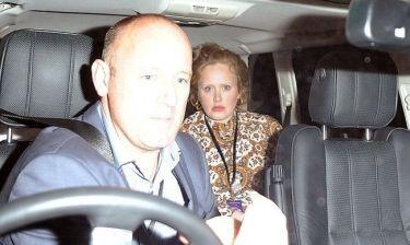 Η Adele κρύφτηκε από τους παπαράτσι!