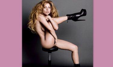Φορά μόνο τα μποτάκια της και προκαλεί! Η γυμνή φωτογράφηση που κάνει το γύρο του διαδικτύου!