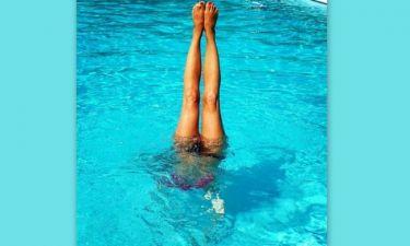 Ποια γνωστή παρουσιάστρια κάνει κατακόρυφο μέσα στη θάλασσα;