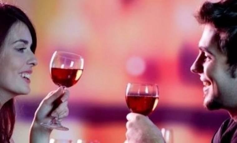 Tι μαρτυρά για το χαρακτήρα σας το ποτό που παραγγέλνετε σε ένα ραντεβού!