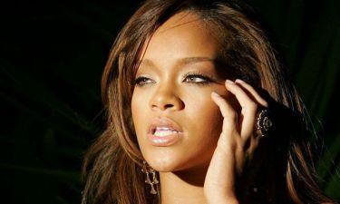 Rihanna: Δείτε πως συνδύασε το μακό αθλητικό φόρεμα με χρυσό κόσμημα