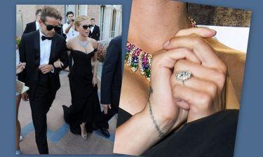 Scarlett Johansson: Αρραβωνιασμένη εδώ και ένα μήνα!