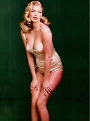 Το Vanity Fair γιορτάζει και φιλοξενεί την εκρηκτική Kate Upton!
