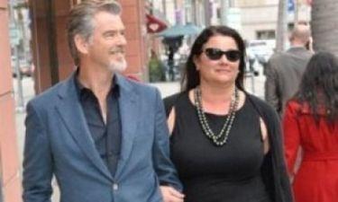 Δείτε την πληθωρική αλλά με... αυτοπεποίθηση σύζυγο του Pierce Brosnan, μόνο με το μαγιό της!