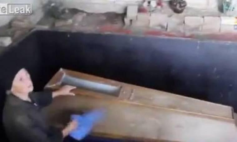 Μουμιοποίησε τον γιό της, για να τον γνωρίσουν τα εγγόνια της (βίντεο)