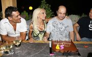 Μάρκος Σεφερλής: Γιόρτασε τα γενέθλιά του με την σύζυγο και τους φίλους του