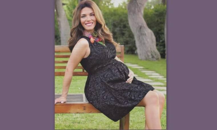 Η Βάσω Λασκαράκη φωτογραφήθηκε στον όγδοο μήνα της εγκυμοσύνης της