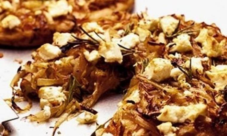 Πεντανόστιμη πίτσα με 4 τυριά και καραμελωμένα κρεμμύδια