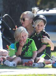 Η Gwen Stefani έγκυος για τρίτη φορά στο πάρκο με τους γιους της