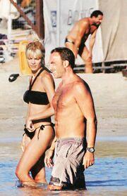Αλιάγας – Γρηγορίου: Τρυφερές αγκαλιές και φιλιά στην παραλία!
