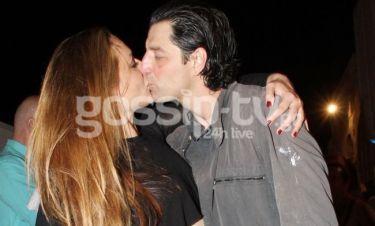 Το «καυτό» φιλί Ρουβά-Ζυγούλη μπροστά στα φλας των φωτογράφων!