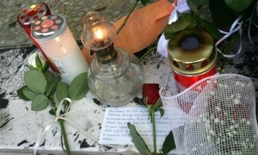 «Είναι άδικο…» φώναζε με σπαραγμό η μητέρα του Παύλου Φύσσα στην κηδεία του