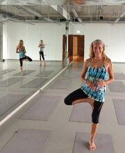 Δείτε τη Ρούλα Κορομηλά να… λιώνει με hot yoga! (φωτό)