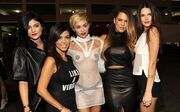 Ποιος κοιτά τις αδερφές Kardashian! Άλλη «έκλεψε» την παράσταση!