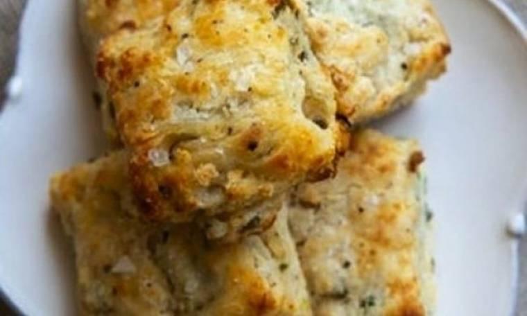 Τραγανά και υπέροχα: Πανεύκολα μπισκοτάκια τυριού