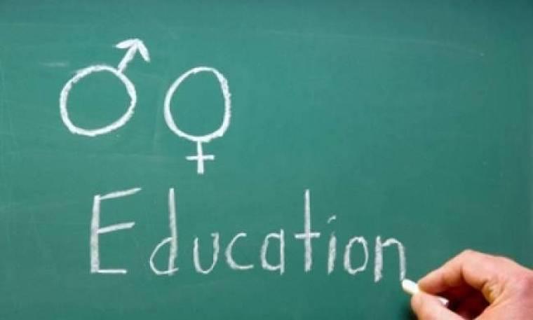 Αντί για μαθηματικά έκανε... μαθήματα σεξ στον 16χρονο ξάδελφό της