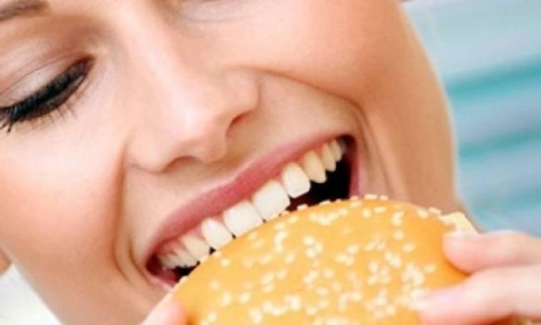 Ένα έξυπνο κόλπο για να μάθετε να τρώτε σωστά
