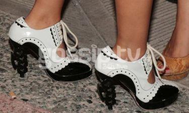 Η Λάουρα και το παπούτσι που δεν προβάρισε πριν αγοράσει!