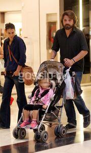 Έστερ Μαστρογιάννη - Πάνος Γκόγκος: Βόλτα με την κόρη τους!