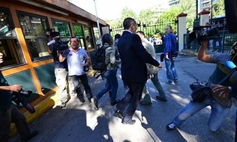 Ανακοίνωση για την επίθεση που δέχθηκαν δημοσιογράφοι από τους βουλευτές της Χρυσής Αυγής