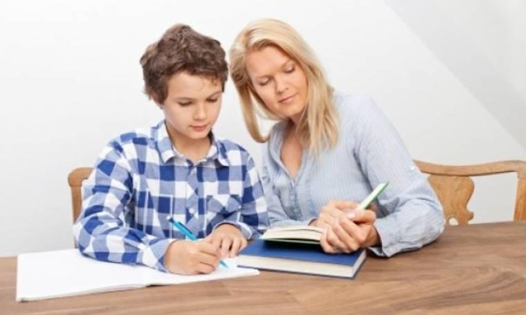 Σχολές γονέων: Ένα έργο «δώρο» για όλες τις μαμάδες και τους μπαμπάδες!