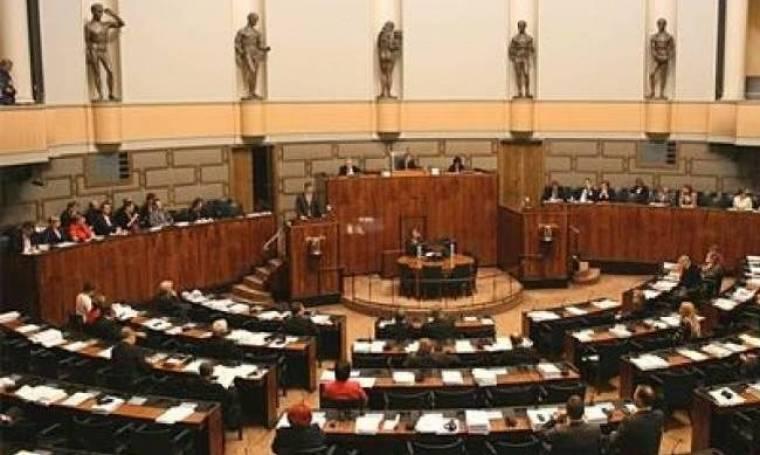 Φινλανδία: Έδιωξαν βουλευτή λόγω ναζιστικού χαιρετισμού