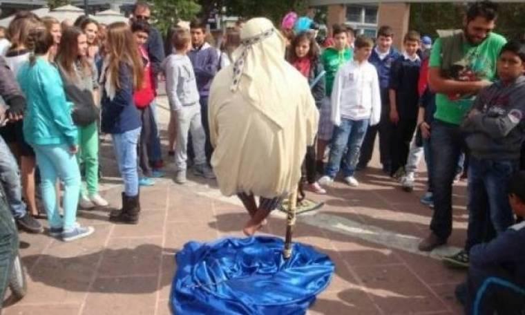 Ο άνδρας που αιωρείται «απογείωσε» τους κατοίκους της Ξάνθης (pics)