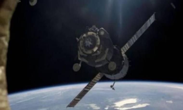 Φωσφορίζον λάδι προδίδει τον αέρα του διαστήματος