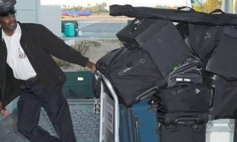 Την ψώνισε: Ποια star άφησε τον υπάλληλο του αεροδρομίου να κουβαλά τις … 15 (!) τεράστιες βαλίτσες της;