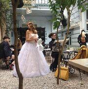 Η Στέλλα Γιαμπουρά ντύθηκε νυφούλα (φωτό)