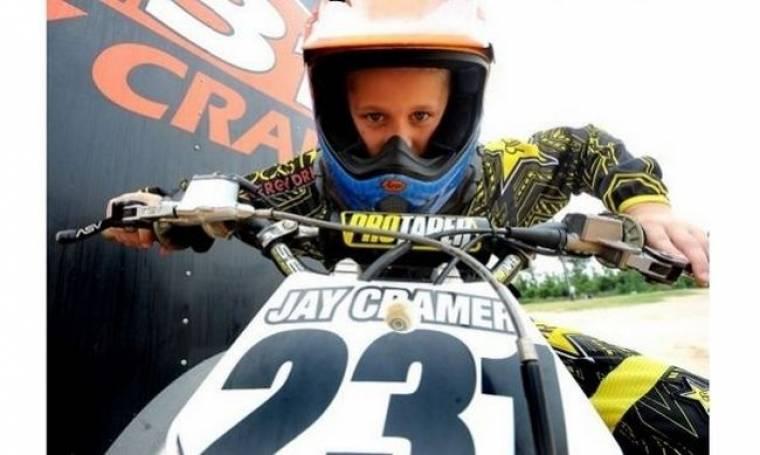 Ένας μοτοκροσάς ετών... επτά! Δε θα πιστεύετε στα μάτια σας! (βίντεο)