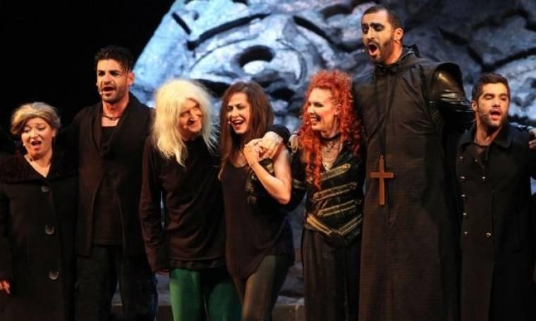 Πως ο Νίκος Καρβέλας έκλεψε την παράσταση στην χθεσινή πρεμιέρα της Άννας Βίσση