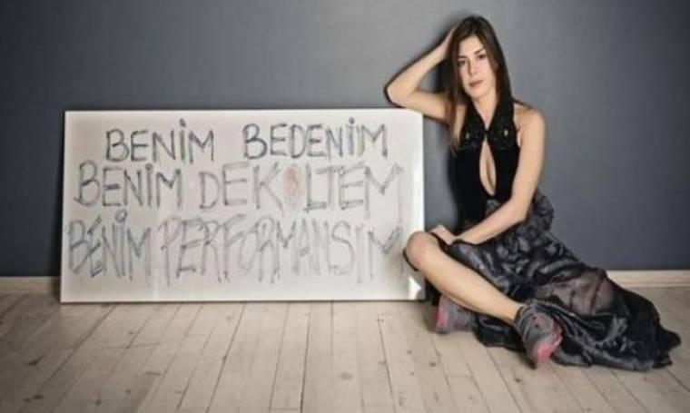 Οι πρώτες δηλώσεις της παρουσιάστριας που την απέλυσαν  από την εκπομπή λόγω του βαθύ ντεκολτέ της