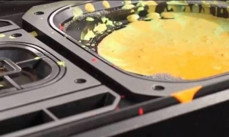 Εντυπωσιακό πείραμα: Τι συμβαίνει όταν μπαίνει μπογιά πάνω σε ηχείο